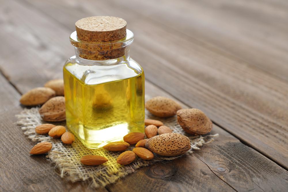روغن بادام شیرین درمان پوست و مو و حتی بیماری یبوست