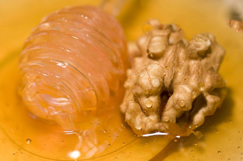 خواص گردو و عسل برای سلامتی