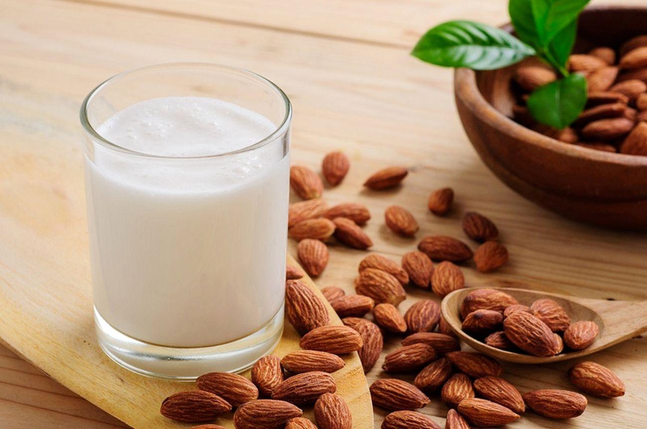 خواص شیر بادام برای سلامت و زیبایی پوست و مو